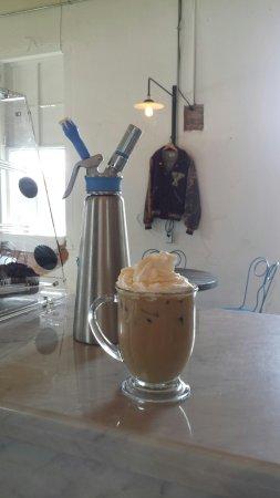 Cameron, Teksas: Iced White Chocolate Mocha with fresh whip cream.
