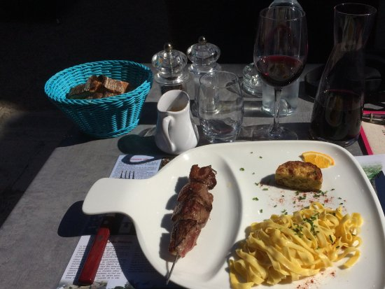 Terrasson-Lavilledieu, Fransa: Magret de canard sauce au miel