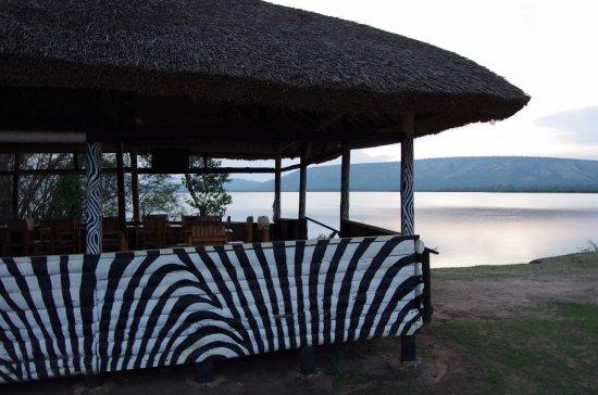 Mbarara, Уганда: Außenrestaurant - Hippos im See