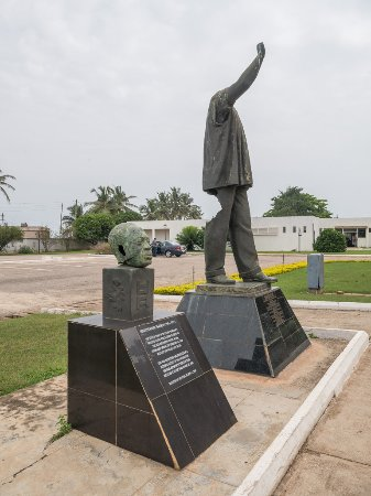 Kwame Nkrumah Memorial Park: Nkrumah became autocratic. The site recognizes this with a statue, its head torn off by rioters