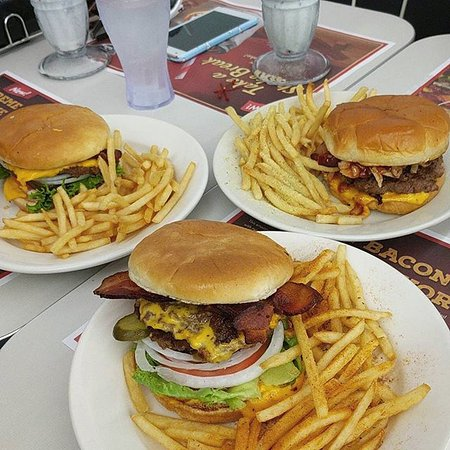 Campbell, CA: Get the crew together for a meal at Steak 'n Shake!