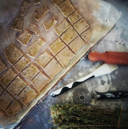 Bossolasco, Włochy: Sfoglie di pane con origano siciliano!  (Bread roll with Sicilian oregano!)