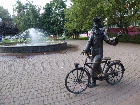 Памятник героям мультфильма Трое из Простоквашино