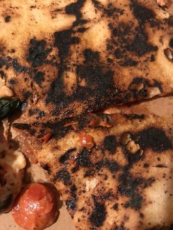 Pizza ottima...ma carbonizzata!!
