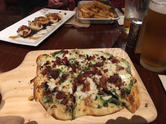 Easton, PA: Crab Florentine Naan Pizza