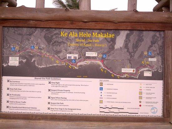 Pono Kai Resort: Walking/biking path that runs in front of resort...