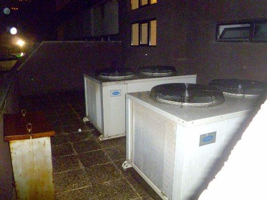 Sant Julia de Loria, Andorra: Los aparatos de aire acondicionado que nos dieron la noche