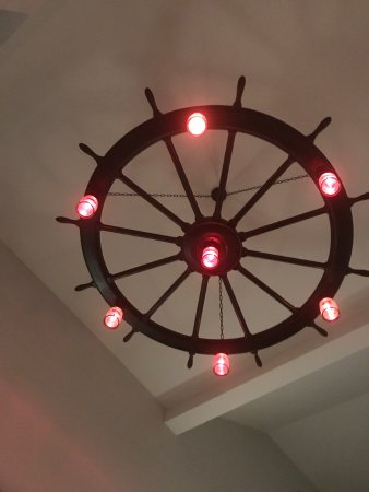 Cornetta's Seafood Restaurant and Marina: Interesting nautical Decor