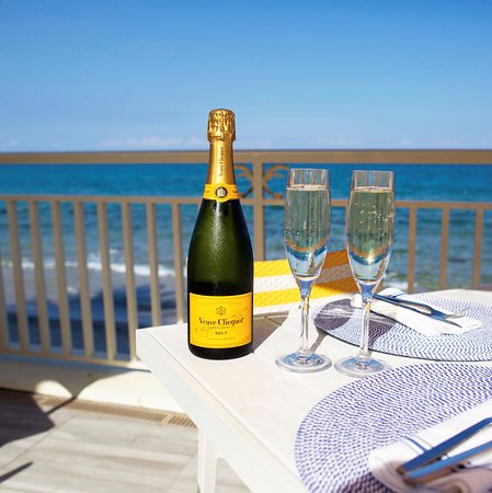 Manalapan, FL: Veuve with a View - Enjoy 1/2 off bottles of Veuve Sundays from 2 - 6pm