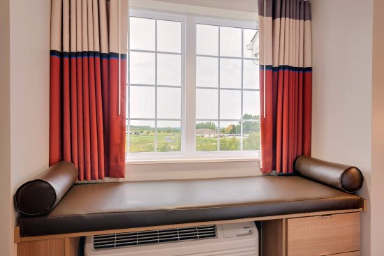 Clarion, PA: Window Seats are standard in every room
