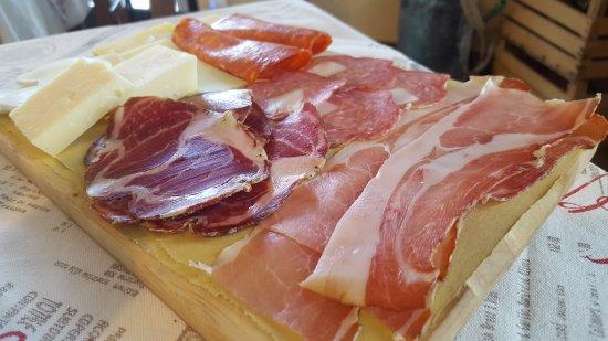 Carsoli, อิตาลี: tagliere di salumi e formaggi