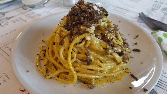 Carsoli, อิตาลี: spaghetti alla carbonara con tartufo