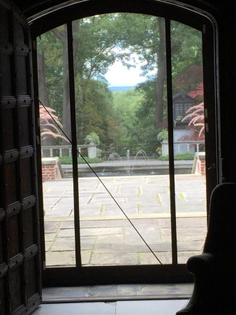 Έικρον, Οχάιο: From inside Stan Hywet house looking out