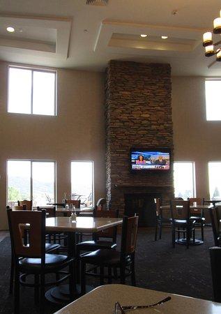 La Quinta Inn & Suites Ely : Lobby Breakfast Area