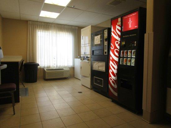 La Quinta Inn & Suites Ely : Guest Laundry and Vending