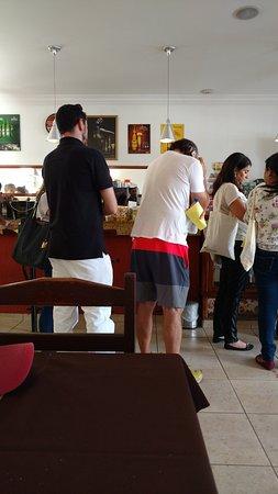 Paladar Mineiro: clientes na fila do caixa