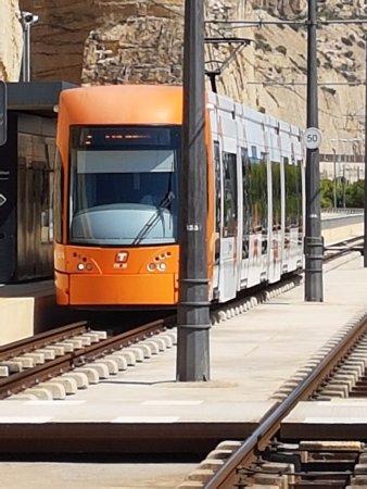 Tranvía de Alicante: E' la fermata di Sangueta direzione Luceros