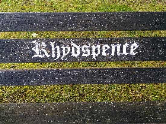 Whitney-on-Wye, UK: A bench in the carpark.