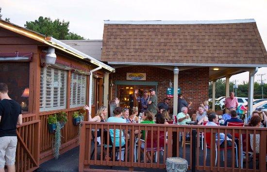 Manakin Sabot, VA: Outdoor Patio with Outdoor Live Music