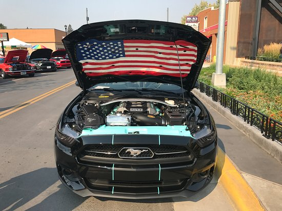 Sturgis, SD: Mustang