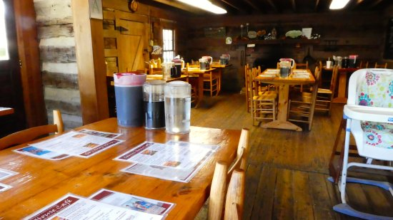 French Camp, MS: Inside view of the restaurant. There is also abundant outdoor seating.