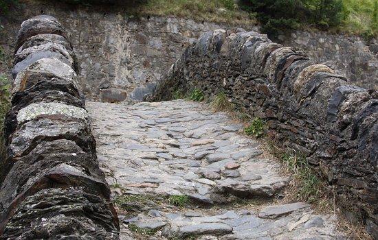 Parochie La Massana, Andorra: Un pont chargé d'histoire.