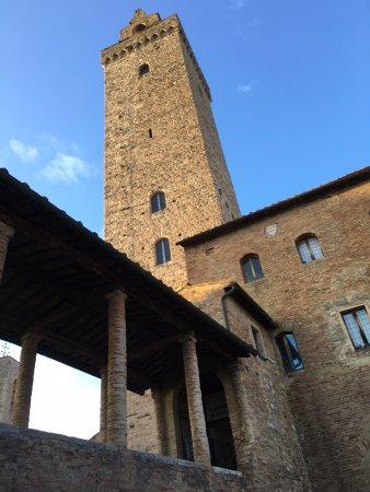 Torre Grossa (o Torre del palazzo del Podesta) : Base