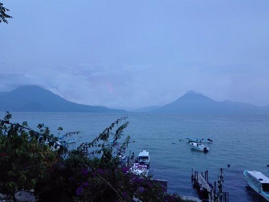Lake Atitlan, Guatemala: Lago Atitlan no final do dia