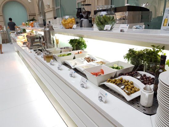 Villa Rotana - Dubai: I like the variety of food and the kind service & staff.