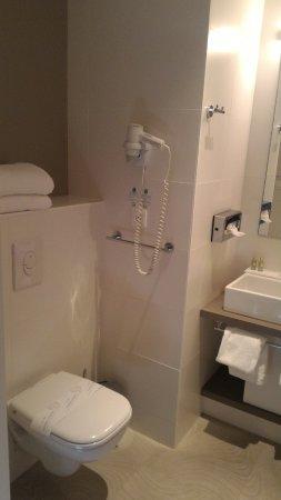 WC dans la salle d\'eau - Bild von Comfort Hotel Expo Colmar, Colmar ...