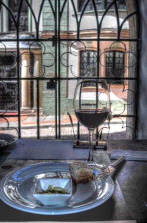 La Candelaria: Almuerzo con vino y hermoso exterior con fachadas