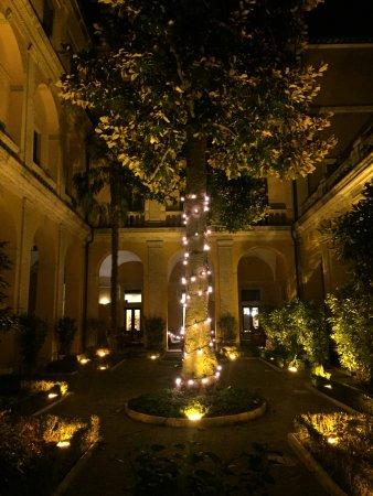 Palazzo Cardinal Cesi: Interior courtyard