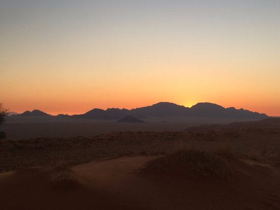 Wolwedans Dune Camp: Sundowners out in the Reserve