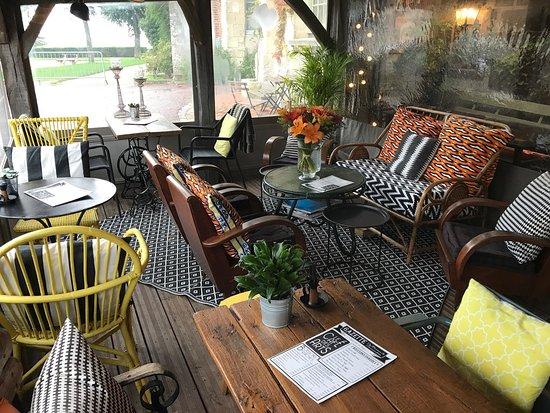 Beaumont-en-Auge, Франция: Café des Arts