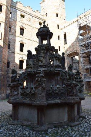 Linlithgow, UK: Courtyard fountain
