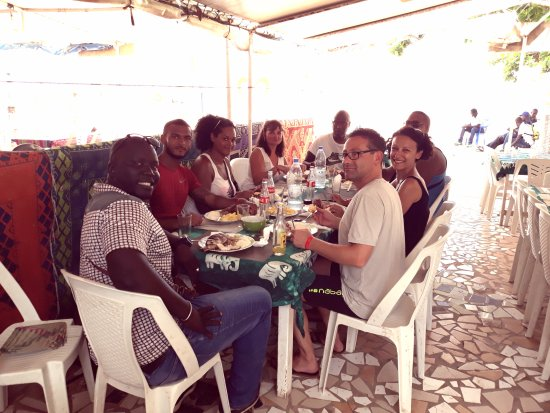 Mbour, Сенегал: déjeuner à gorée