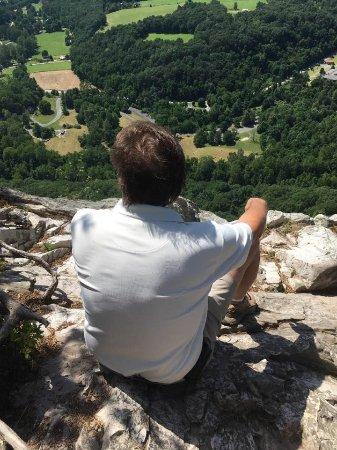 Seneca Rocks, Virginia Barat: An area beyond the viewing platform. What a view!
