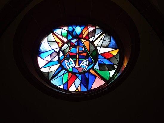 St. Stephan's Church (Stephanskirche): Small window along rear left of churgh