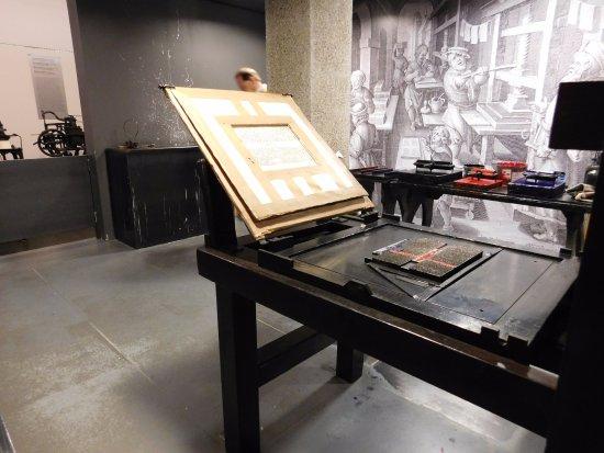 Gutenberg Museum Replica Printing Press Replicas Of Bible