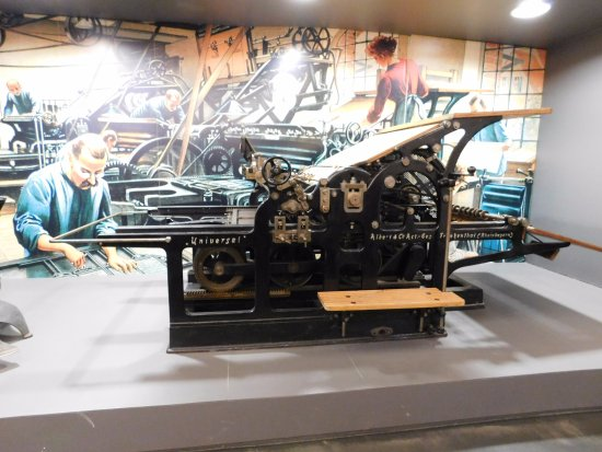 Gutenberg-Museum: Don't miss some of the presses downstairs in the demo area