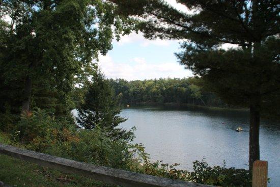 Pocono Palace Resort: Lake