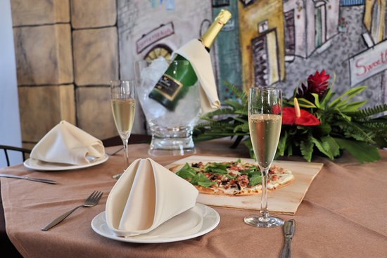 Crochu, Гренада: Our expanding menu, specials and full bar will ensure that the view is not the only thing to enj