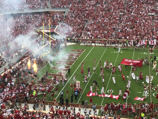 Norman, OK: Sooners Enter the Field
