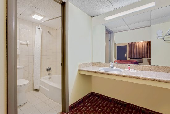 Williamsburg, IA: Bathroom & Vanity
