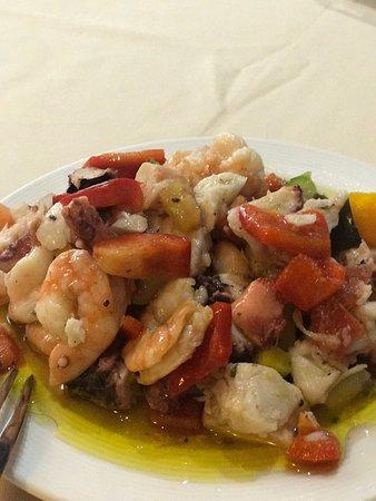 Restaurante Cantabrico: Parrillada de mariscos. Más que suficiente para 2 personas posibilidad de 3 si comen una entrada
