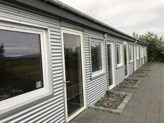 Borgarnes, Islandia: Fachada dos quartos, tipo motel