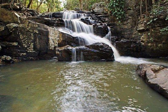 Palmacia: Cachoeira do Chuvisco no Distrito de Gado dos Ferros.