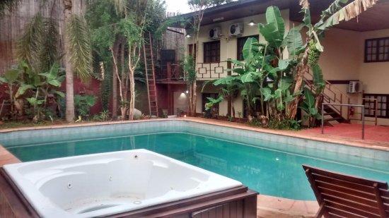 Passaro Suites Hotel: Pileta y quincho