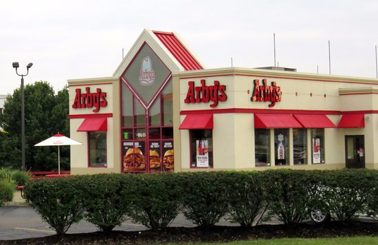 Shepherdsville, Κεντάκι: front of & outdoor dining at Arby's