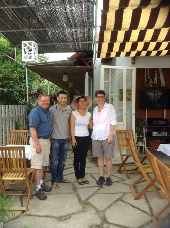 Quảng Nam, Vietnam: Lovely customers at Simhapura restaurants